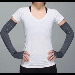 NWOT Lululemon Swiftly Arm warmers RARE  XS /S